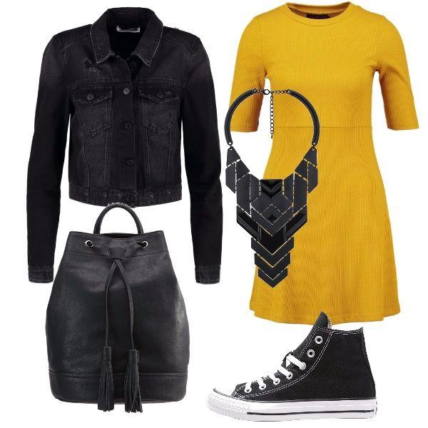 E' un tocco allegro il giallo del vestitino in maglina a manica corta, da indossare con un giubbotto in jeans nero e con accessori dello stesso colore: sneakers alte, zainetto in pelle e una collana con placche di forma geometrica.