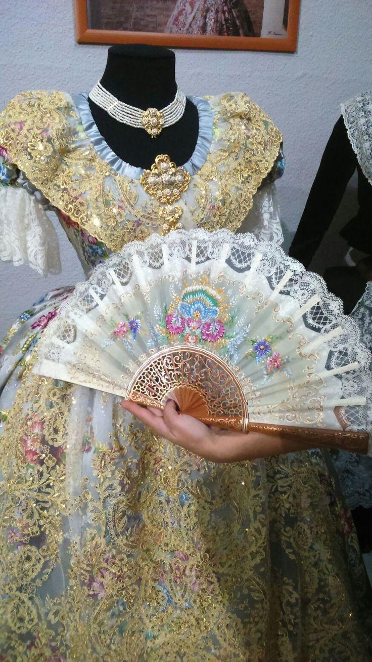 Fallera abanico personalizado para Fallas de Valencia pintado a mano