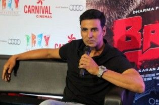 """Bollywood actor Akshay Kumar, who stars in """"Airlift"""" — a film on Kuwait-based Indians' evacuation in 1990 invasion of Kuwait by Iraq — says he was honoured to meet former army chief Vijay Kumar Singh who played a key role in the evacuation of Indians from Yemen last year. Akshay, who is currently on a multi-city tour to promote his...  Read More"""