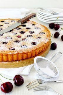 Van de Franse kersenclafoutis tot de Limburgse kersenvlaai en de Amerikaanse cherry pie: de hele wereld lijkt wel dol te zijn op kersen en er worden dan ook de meest verrukkelijke baksels mee gemaakt.