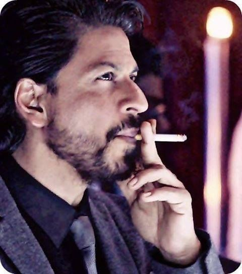 """This screams for a Shakespearen caption. """"Oh but to be a..."""" Shahrukh Khan"""