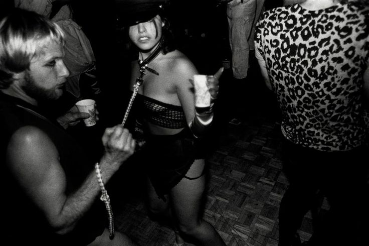 Stanley Greene, au cœur de la révolution punk - Bal masqué pour la légalisation de la prostitution au Cow Palace à San Francisco en 1979.