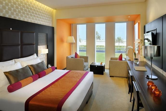 OopsnewsHotels - Hues Boutique Hotel. Hues Boutique Hotel provides 4-star accommodation in Dubai. It also features a swimming pool and a sauna.   This modern hotel provides valet parking, 24-hour room service and a coffee bar. Staff are available 24/7 and can help with booking tours and tickets.