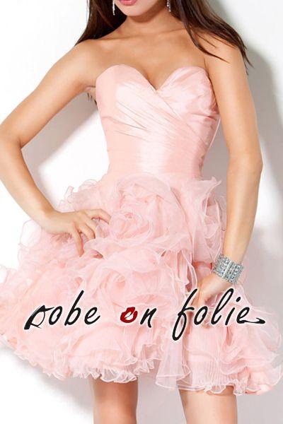 Luxueuse robe demoiselle rose en taffetas et mousseline décolleté cœur et jupe délicatement bouillonnée