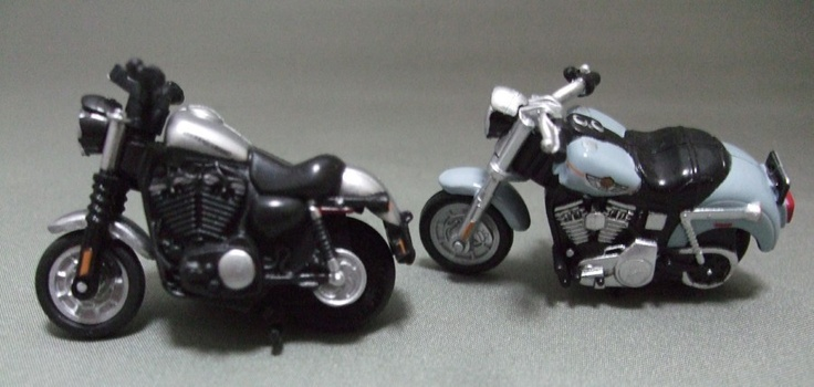 HARLEY-DAVIDSON miniature 2010 XL 883N Iron 883, 2003 Dyna Low Rider