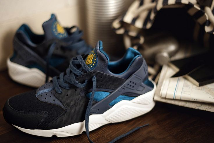 Nike Huarache Navy Yellow