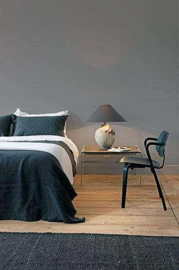 slaapkamer houten vloer grijs bed - Google zoeken
