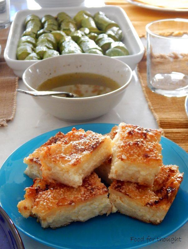 Τυρόπιτα με τριμμένο φύλλο κρούστας, κολοκυθάκια βραστά.  http://laxtaristessyntages.blogspot.gr/
