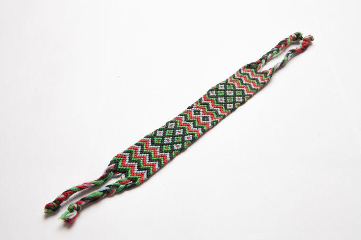 bratara impletita lata (rosu verde) - 10 lei  ——  thick chevron friendship bracelet - 3 euros