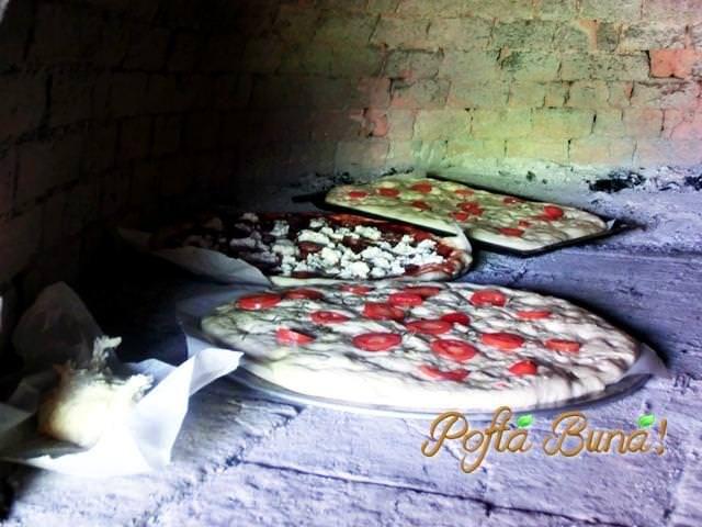 Pizza cu ton, ceapa si porumb