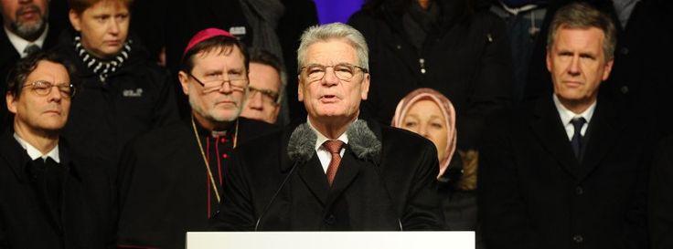Mahnwache nach Terror in Paris: Gauck dankt Muslimen für Distanzierung http://www.spiegel.de/politik/deutschland/nach-terror-in-paris-gauck-dankt-muslimen-in-deutschland-a-1012790.html Wulff ist wieder Salonfähig! Christian Wilhelm Walter Wulff (* 19. Juni 1959 in Osnabrück) ist ein deutscher Politiker (CDU). Er war vom 2010 bis zu seinem Rücktritt am 17. Februar 2012 der zehnte Bundespräsident der Bundesrepublik Deutschland