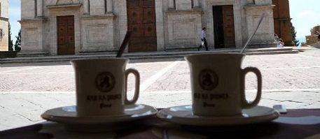 Les vertus de la caféine : Si jusqu'ici les études n'ont pas été concluantes sur notre espèce, c'est qu'il est difficile de savoir à qui attribuer les bénéfices de mémoire. À la caféine directement ou à une attention accrue, autre effet connu de la caféine ?