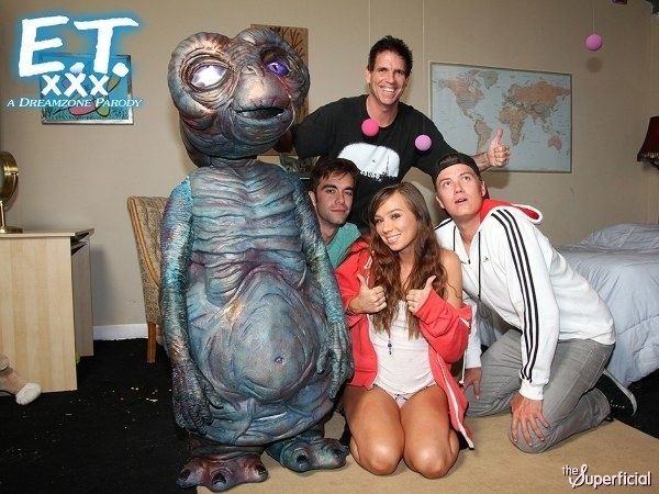 E.T. XXX. A RobotFull HousePornWeirdOutlander