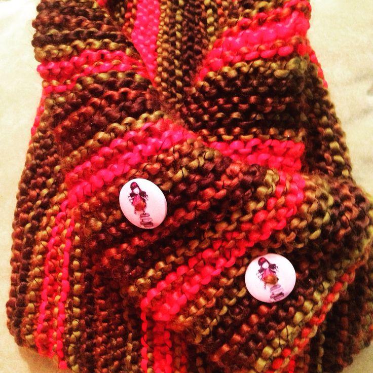 Cuello doble, tejido con una lana muy suave al tacto y muy calentita para el frío