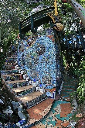Treetanic bar, Jade seahorse in Utila, Honduras  been there, beautiful.