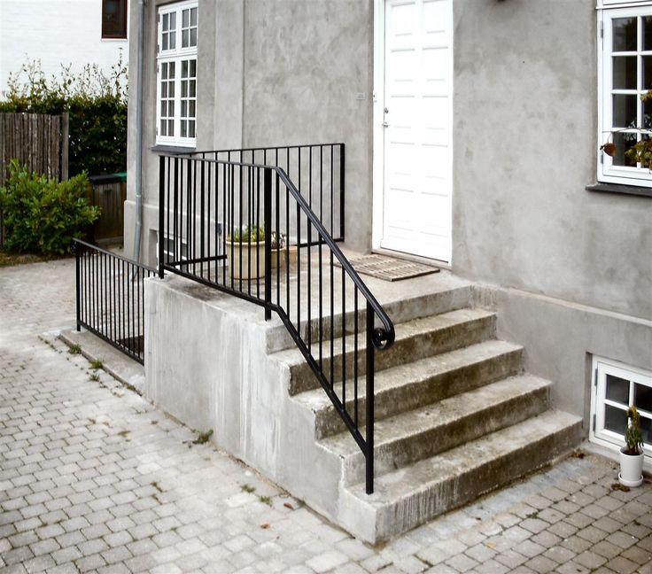 http://www.msi-trade.dk/_REF_GELAENDER_RAEKVAERK/Hovedtrappe_Smedejerns-Gelaender/SmedejernsGelaender-Sort_Hovedtrappe_0121.JPG