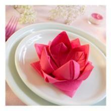 Décoration de table Vietnam : pliage de serviette en fleur de Lotus