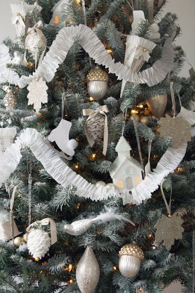 DIY Christmas Ornaments: White Christmas Trees, Paper Garlands, Decor Ideas, Crepe Paper Streamers, Christmas Decor, Sewing Crepes, Crepes Paper Streamers, Christmas Ideas, Diy Christmas