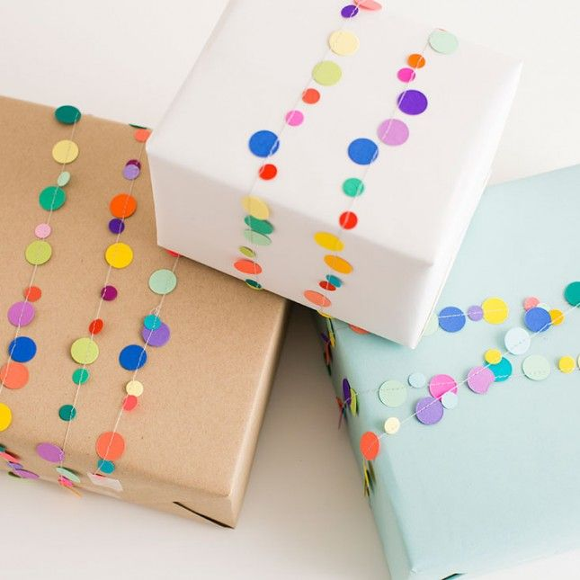 21 ways to upgrade your butcher paper gift wrap garlands for How to wrap presents with wrapping paper