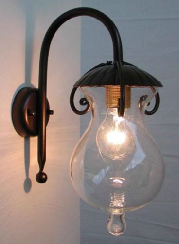 LAMPADA-APPLIQUE-GOCCIA-IN-FERRO-BATTUTO-COLORE-NERO-RUGGINE