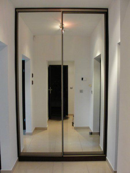 Шкаф-купе с зеркальными дверьми .
