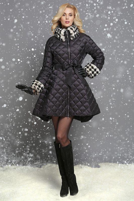 Бренд: Naumi. Описание: стильный и элегантный, этот утепленный пуховик поможет собирать восхищенные взгляды и вдохновит на долгие зимние прогулки. Сложный крой модели с удлиненной юбкой «солнце», цветовое решение и неброская декоративная стежка подчеркивают выверенные линиисилуэта. На воротнике-стойке и по низу рукавов предусмотрена несъемная отделка контрастным мехом рекса, а в мягких складках юбки — боковые карманы.. Уход за изделием: химчистка. Страна дизайна: Россия. Артикул: WF 15 115…