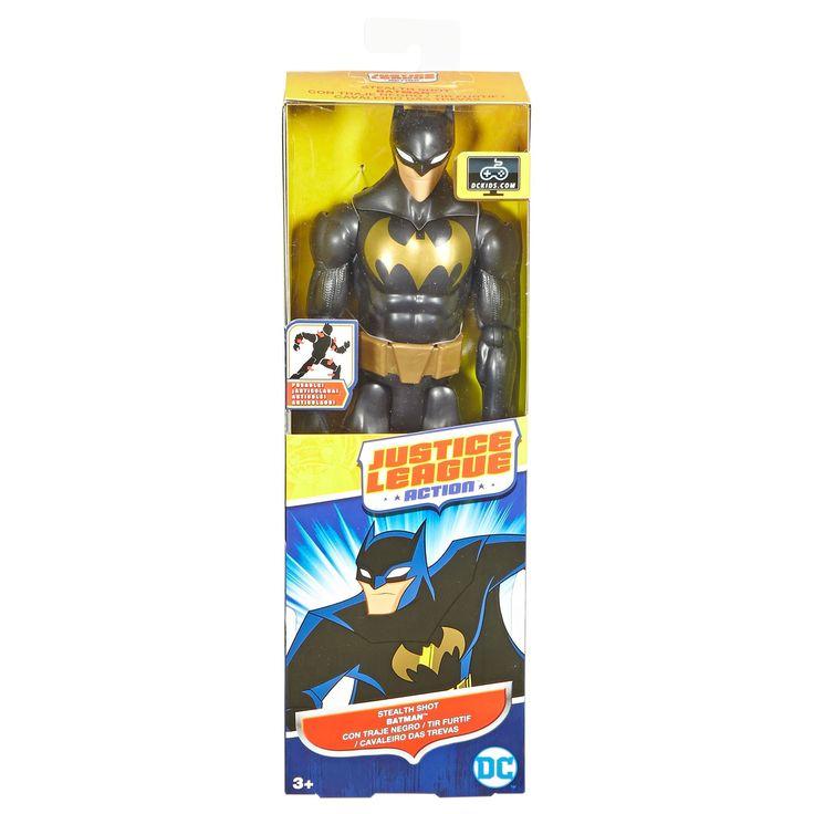 Speel je favoriete avonturen van het Justice League Action team na met deze Stealth Shot Batman. Batman is gebaseerd op de animatieserie en draagt een zwarte, camouflerende powersuit en heeft zelfs een zachte cape. De pop is meer dan 30 cm groot en heeft verstelbare knieën en ellebogen, zodat je gemakkelijk de legendarische houdingen en gevechten naspeelt. Verzamel ook Superman, The Flash, Wonder Women, The Joker en alle andere actiefiguren om je avonturen compleet te maken. - Justice League…