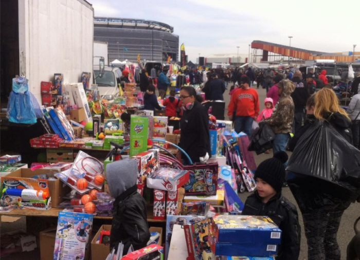 1. New Meadowlands Flea Market, 102 Route 120, East Rutherford