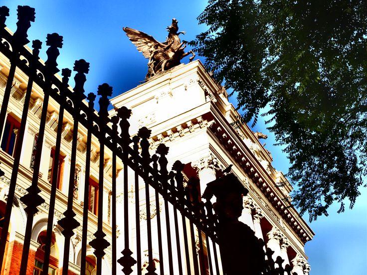 Palacio de Fomento. La Gloria y los Pegasos, desde la fachada principal