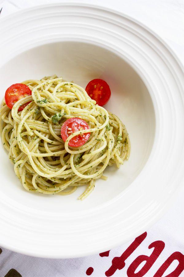 Spageti ar pesto - vienkārši un ļoti garšīgi http://www.cookrepublic.com/recipe-archive/spaghetti-al-pesto/