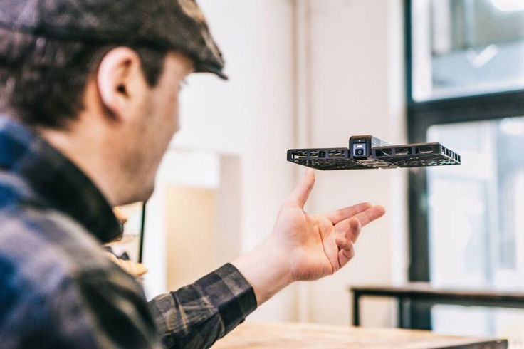 """""""Hover"""" Flying Camera Camera Replaces The Selfie Stick"""