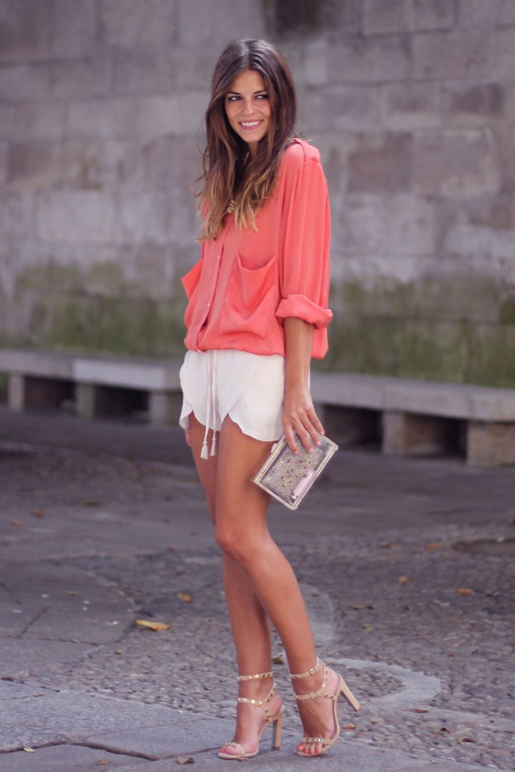 street style + shorts+ coral + nude + shorts + sandals + clutch + statement necklace
