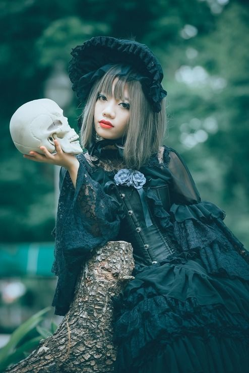 Gothic Lolita - Kat Cameo(Kat) Lolita Cosplay Photo - Cure WorldCosplay