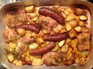 Op zoek in het nieuwe boek Nigellissima waar ik gisteren over schreef, viel mijn oog meteen op een ovengerecht wat ik haar in de eerste aflevering van de tv-serie heb zien maken. 'Italiaanse braadslee' heet het. Een doodsimpele maar verleidelijk geurende combinatie van aardappelen, kip en worstjes in één schotel. Werkje van niks. Er gaan …