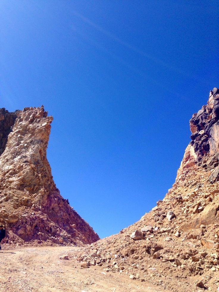 En el cerro Caballuni también se  encuentra el Abra más alta de las carreteras de Puno a 4,900 m.s.n.m. que supera largamente al paso de Ticlio en el centro del Perú que tiene 4,828 m.s.n.m. o el Abra  de Oquepuño que se encuentra en la región de Puno en plena carretera Interoceánica a 4,873 m.s.n.m. La carretera Abra, está ubicada exactamente  en la vía  Pichacani – Juncal (Puno).