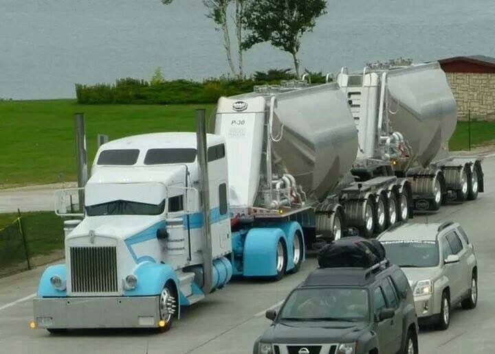 Custom Kenworth Conventional with an Aerodyne Sleeper