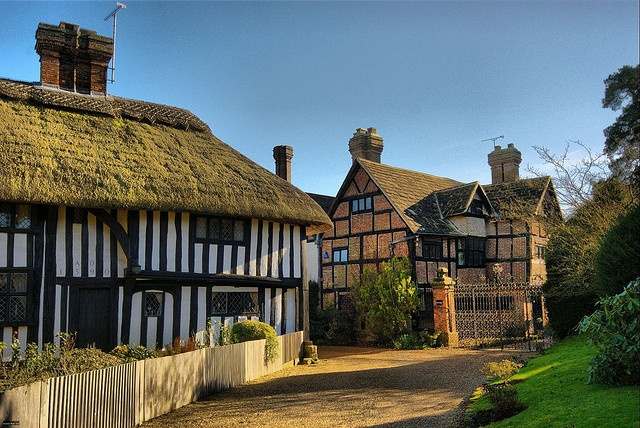 Thatched Cottage and Old Place, Lindfield, West Sussex, UK by Erasmus T, via Flickr. Thatched Cottage was used by King Henry VII as a hunting Lodge 1300's