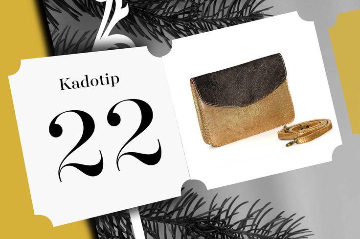Kadotip 22 is een clutch van Détail. Dit prachtexemplaar is van gerecycleerd leder, is handgemaakt en Belgisch. Hiermee maak je elke vrouw gelukkig!