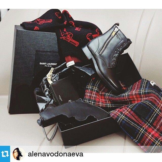 Популярный блоггер, ведущая и настоящая модница Алена Водонаева выбрала для себя на vipavenue.ru стильные аксессуары от SAINT LAURENT!