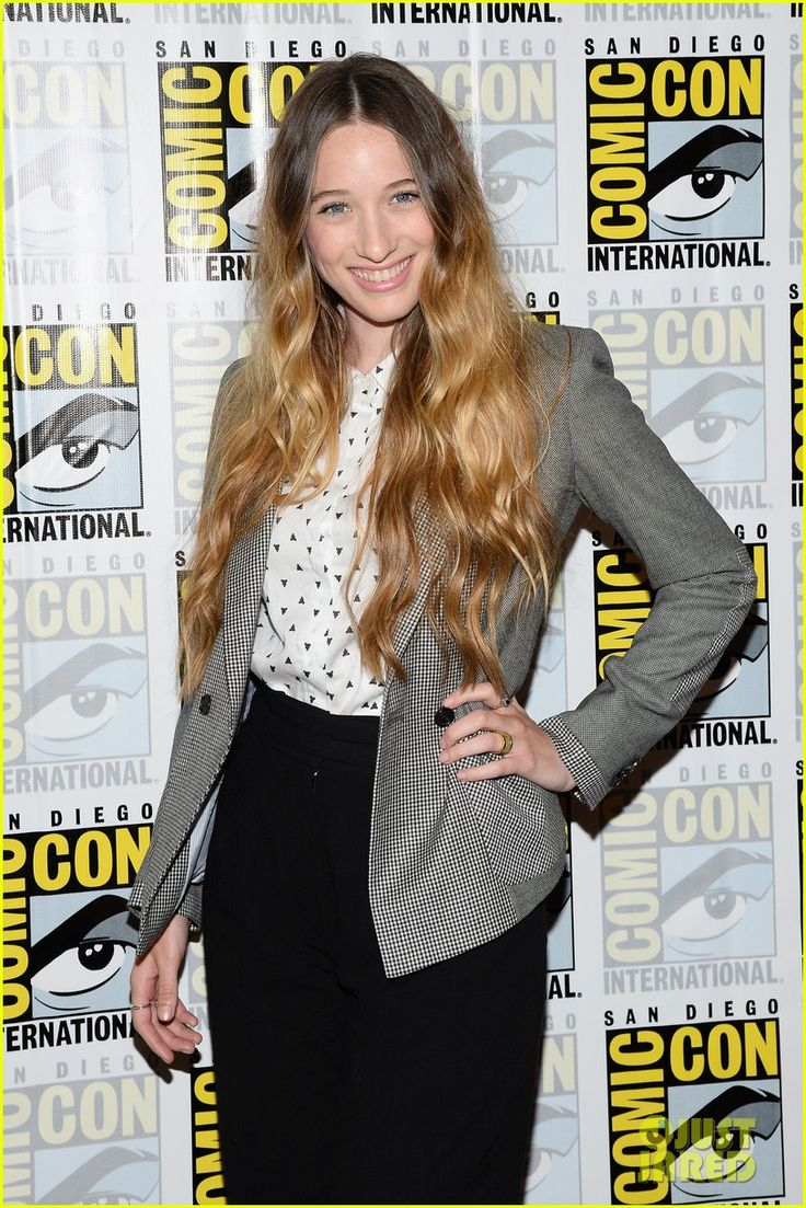 Sophie Lowe: 'Once Upon a Time in Wonderland' at Comic-Con! | sophie lowe once upon a time in wonderland at comic con 06 - Photo