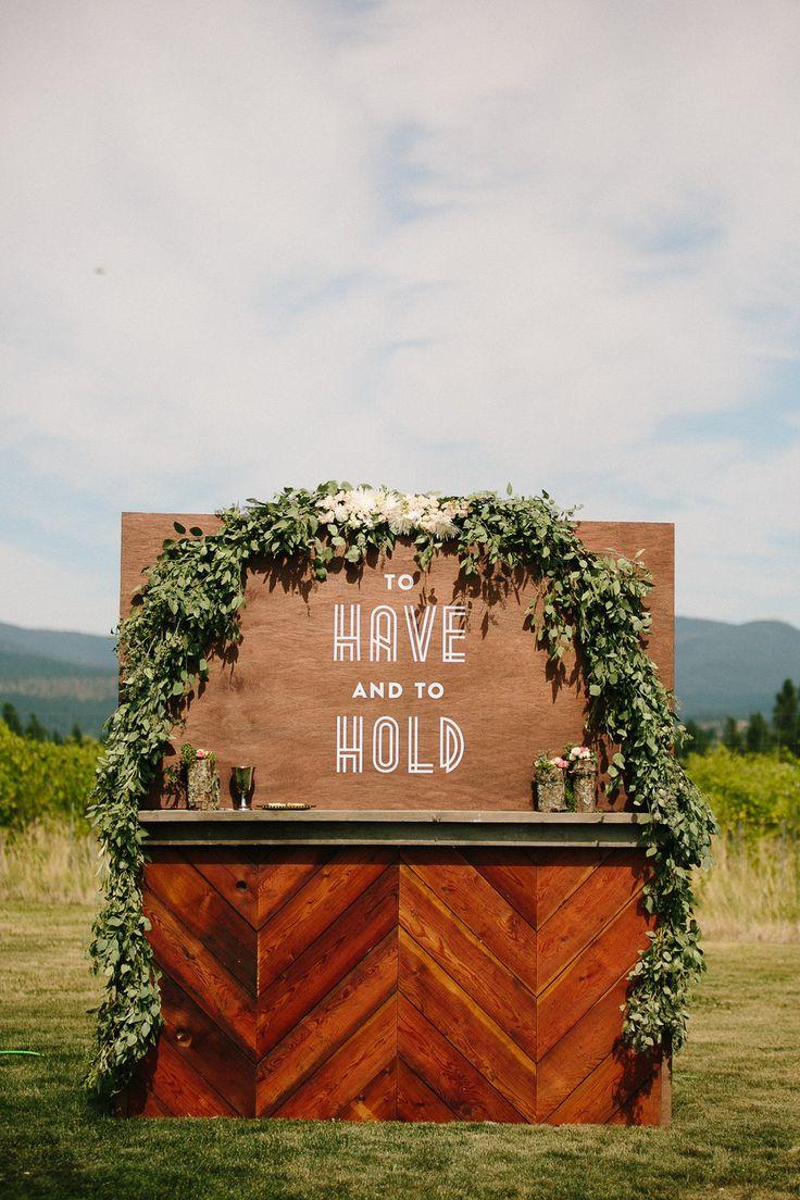 aspen, co wedding inspiration | outdoor wedding | weddign bar | wedding signage| via: crissiemcdowell.pass.us