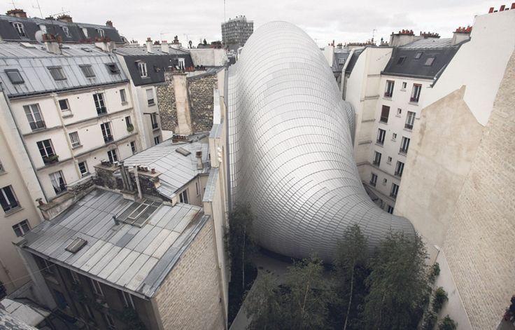La Fondation Jérôme Seydoux-Pathé ouvrira le 10septembre à Paris. Lovée dans un bâtiment étonnant dessiné par Renzo Piano, elle abrite des archives exceptionnelles et une salle de cinéma.