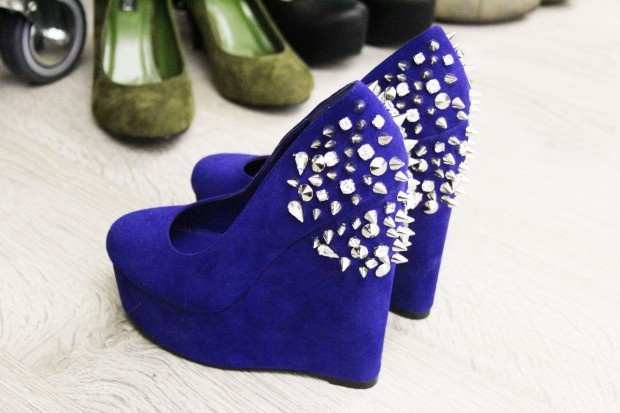 Nelly.com Stud Wedges