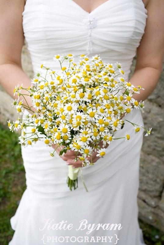Daisy wedding bouquet   http://photographybykatie.co.uk/