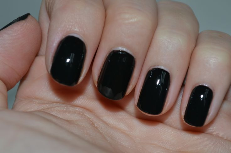 Nail art using black polish : Black nail polish art essie nails and