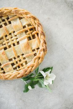 Plaid Crust Apple Pie Recipe: http://www.stylemepretty.com/living/2015/12/23/plaid-pie-crust/ | Photography: http://nbarrettphotography.com/