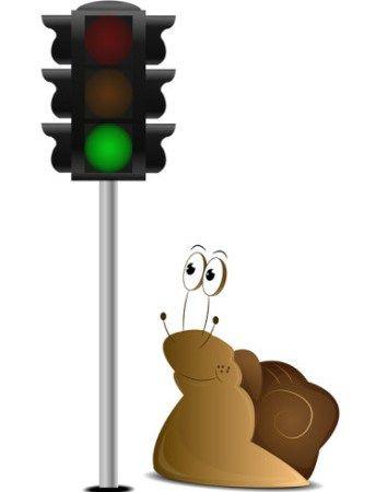 #yeşil #isikta #geçmeyene #trafikcezasi #verilsin  Kırmızı ışıkta durmamanın nasıl ki trafik cezası varsa yeşil ışık yanınca vaktinde geçmemenin de bir cezası olmalı değil mi?