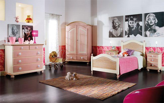 WWW.MOBILIFICIOMAIERON.IT - https://www.facebook.com/pages/Arredamenti-Rustici-in-Legno-Maieron/733272606694264 - 0433775330. Camera da letto completa in legno massello di abete colore rosa e bianco. Tutto in legno massello di prima qualità. Composizione composta da: Comò 5 cassetti, Letto singolo,  Armadio 2 ante 2 cassetti, comodino 3 cassetti Tutto a Euro 1863.00 PREZZI IVA COMPRESA E TRASPORTO ESCLUSO. Spedizioni in tutta italia con la massima serietà.