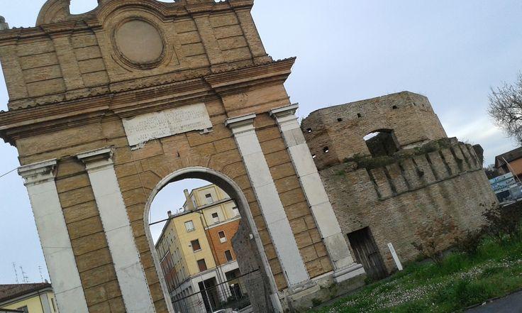 Forlì, Porta Schiavonia, cinta muraria.