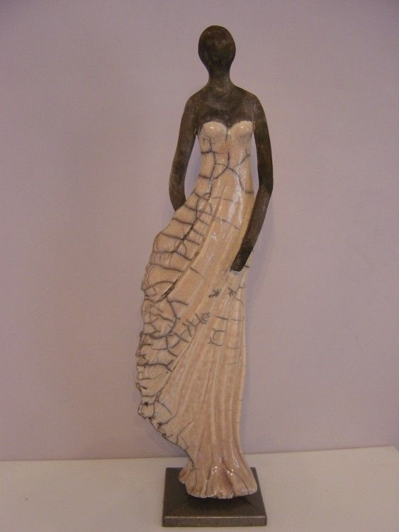 Tenue de soirée2 - Sculpture,  10x38x10 cm ©2014 par Christine Lavoute -                                            Céramique, Femmes, raku terre cuite femme personnage